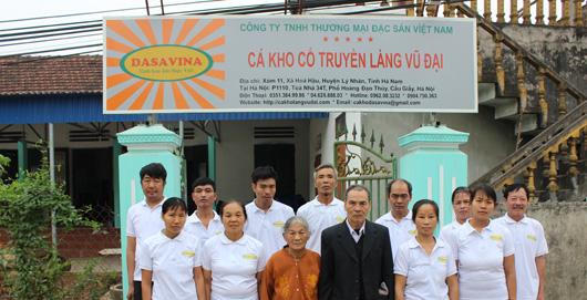 Các nghệ nhân giỏi nhất tại làng Vũ Đại được tuyển chọn để kho cá cho công ty Đặc Sản Việt Nam