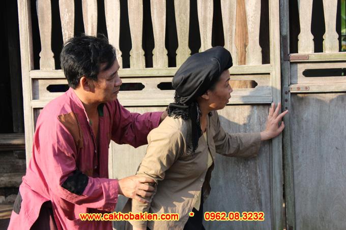 Chị Phèo và Thị Nở rủ nhau đi ăn trộm cá của Bá Kiến