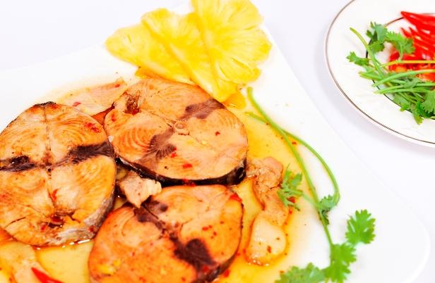 Cá ngừ kho nước dứa