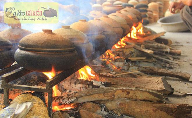 Cá kho phải đun to lửa và đun bằng củi nhãn