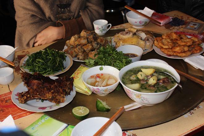 Du khách sẽ được thưởng thức bữa cơm trưa dân dã của vùng quê này