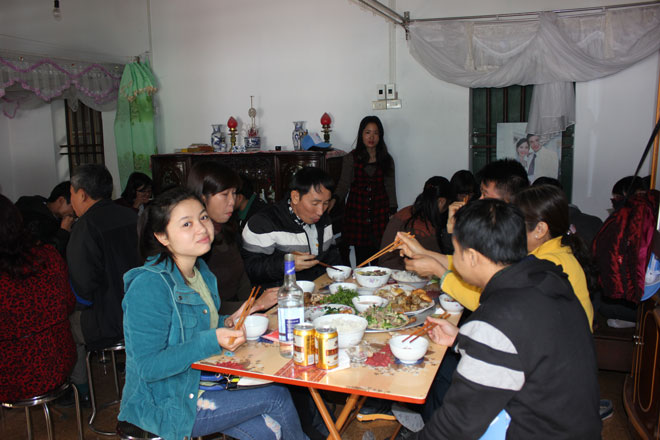 Không khí đầm ấm của bữa ăn chắc chắn sẽ làm du khách hài lòng Không khí đầm ấm của bữa ăn chắc chắn sẽ làm du khách hài lòng