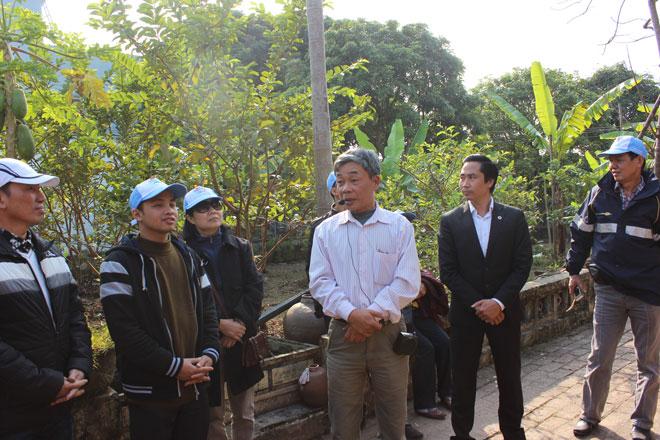 Quý khách sẽ được nghe chính những hướng dẫn viên trong làng nói về truyền thống và nguồn gốc của món ăn cá kho làng Vũ Đại