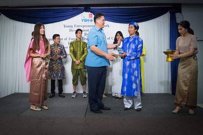 Điểm dừng chân quảng bá món cá kho Bá Kiến thứ 2 là ở Thái Lan