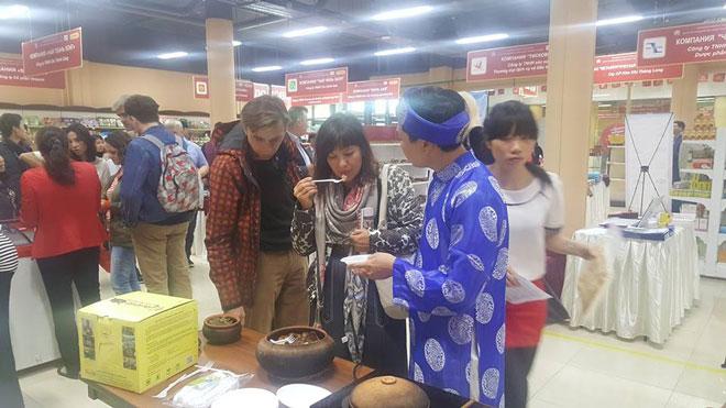Tại hội chợ Nga, món cá kho Bá Kiến được người ẩm thực hết sức yêu thích