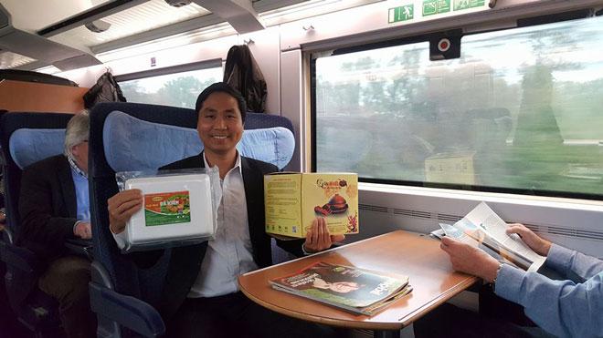 Cuộc hành trình của anh Nguyễn Bá Toàn tiếp tục trên con tàu đến đất nước Pháp lịch thiệp