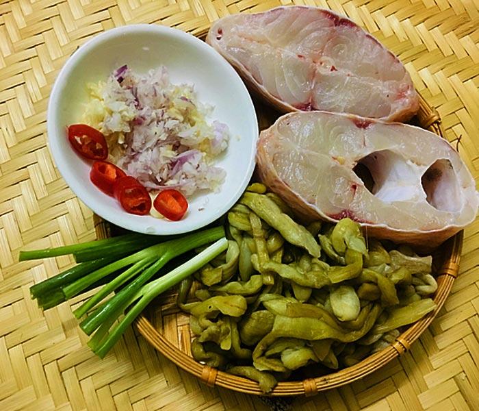 Chuẩn bị nguyên liệu làm món cá kho dưa