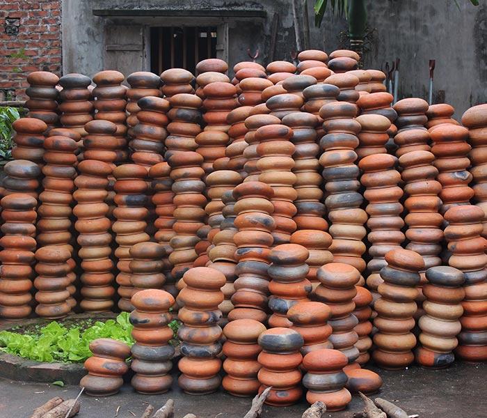 Niêu đất kho cá được lựa chọn tỉ mỉ, nắp được làm Thanh Hoá, niêu làm từ Nghệ An đảm bảo đem lại chất lượng niêu tốt nhất