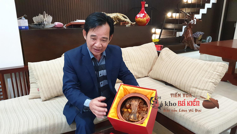 Nghệ sĩ hài Quang Tèo cực kỳ ấn tượng với món cá kho Tiến Vua