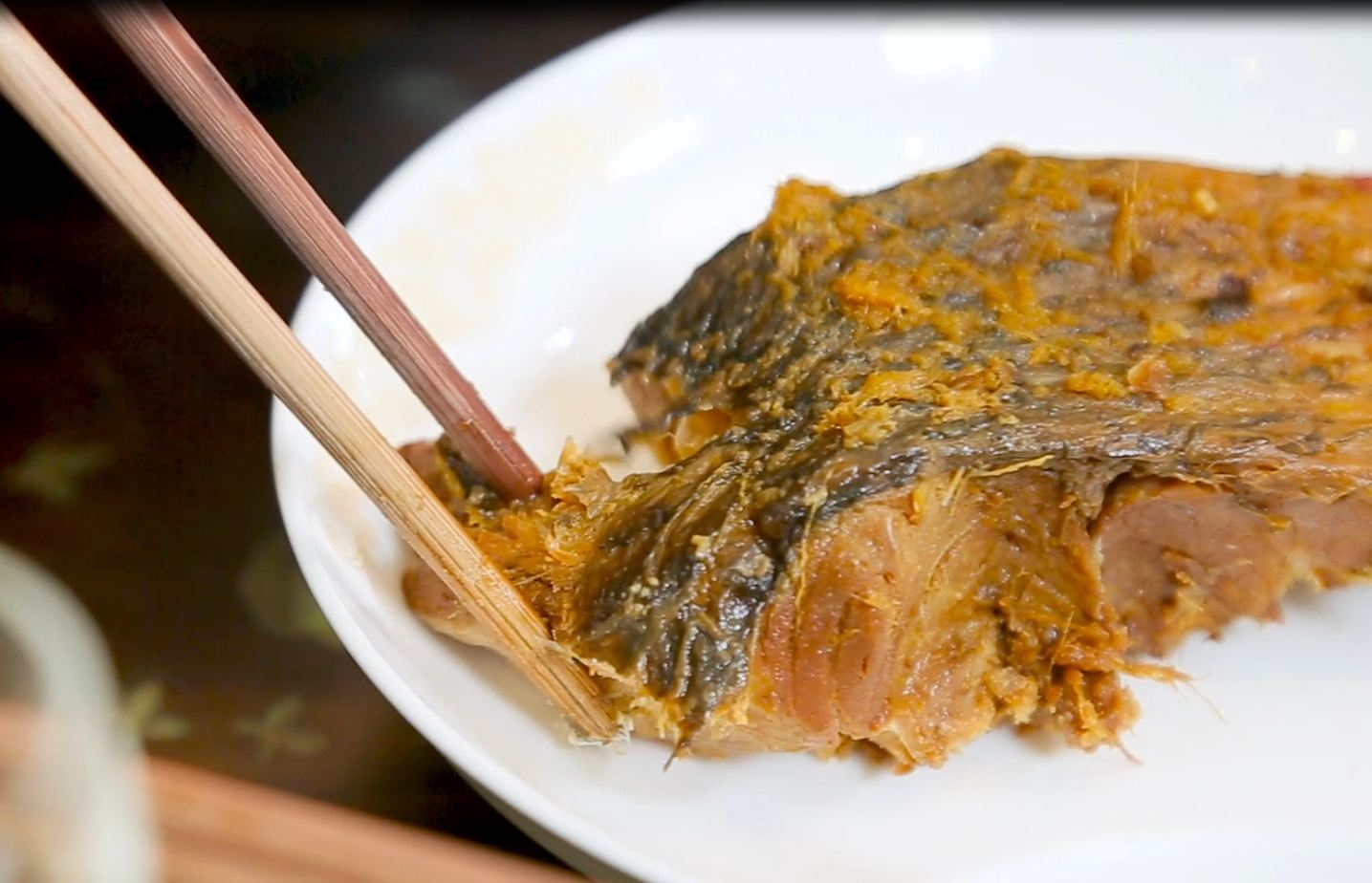 Cá kho Tiến Vua được chế biến từ cá trắm đen - Loại cá nước ngọt ngon và đắt nhất