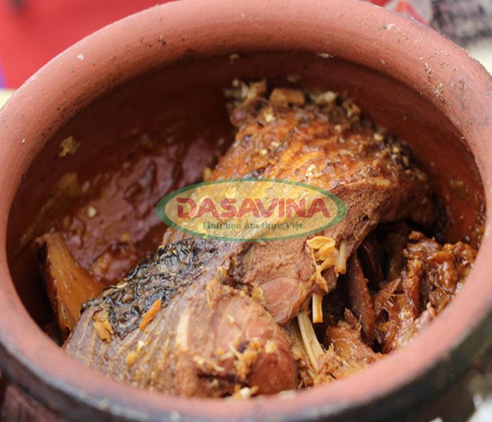 Nước mắm cua đồng là nguyên liệu quan trọng cho đặc sản cá kho làng Vũ Đại