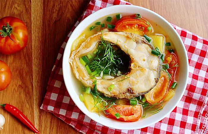 Cá trắm đen nấu canh chua hòa quyện giữa nhiều tầng hương vị khác nhau
