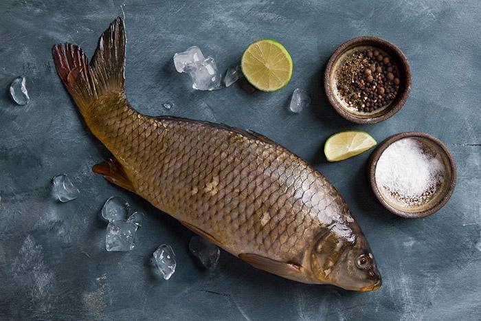 Cần trọn cá trắm tươi ngon để phục vụ quá trình kho cá chất lượng